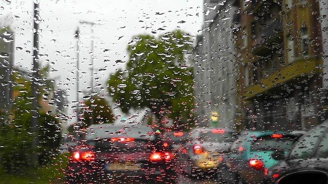 Tips Dari Asuransi Mobil Garda Oto Mengemudi Saat Hujan