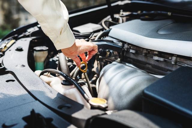 Inilah Beberapa Hal Yang Menandakan Bahwa Kamu Harus Ganti Oli Mesin Mobil!